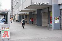 Die Auswirkungen der Corona-Krise sind nach Inkrafttreten der Anordnung des Berliner Senats, wonach nur noch Versorgungsgeschaefte die fuer den taeglichen Bedarf notwendig sind geoeffnet sein duerfen (Lebensmittelgeschaefte, Apotheken, Drogerien, Zeitungsgeschaefte), im oeffentlichen Leben deutlich sichtbar.<br /> Im Bild: Das geschlossene Karstadt-Haus am Kurfuerstendamm in Berlin-Charlottenburg.<br /> 19.3.2020, Berlin<br /> Copyright: Christian-Ditsch.de<br /> [NUR FUER REDAKTIONELLE ZWECKE! Werbung nur auf Anfrage beim Fotografen. Inhaltsveraendernde Manipulation des Fotos nur nach ausdruecklicher Genehmigung des Fotografen. Vereinbarungen ueber Abtretung von Persoenlichkeitsrechten/Model Release der abgebildeten Person/Personen liegen nicht vor. NO MODEL RELEASE! Don't publish without copyright Christian-Ditsch.de, Veroeffentlichung nur mit Fotografennennung, sowie gegen Honorar, MwSt. und Beleg. Konto: I N G - D i B a, IBAN DE58500105175400192269, BIC INGDDEFFXXX, Kontakt: post@christian-ditsch.de<br /> Bei der Bearbeitung der Dateiinformationen darf die Urheberkennzeichnung in den EXIF- und  IPTC-Daten nicht entfernt werden, diese sind in digitalen Medien nach §95c UrhG rechtlich geschuetzt. Der Urhebervermerk wird gemaess §13 UrhG verlangt.]