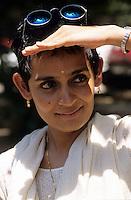INDIEN, Schriftstellerin Arundhati Roy Autorin des Buch Der Gott der kleinen Dinge mit dem sie den Booker Preis gewann engagiert sich gegen Staudammpolitik der indischen Regierung  - INDIA Delhi, writer Arundhati Roy, booker prize winner with novel God of the small things engaged against large dams and world bank policy