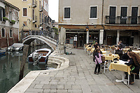 Tavoli all'aperto alla pizzeria Il Refolo, a Venezia.<br /> Outdoor tables at the pizzeria il Refolo, in Venice.<br /> UPDATE IMAGES PRESS/Riccardo De Luca