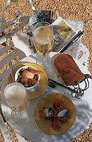 Europe/France/Midi-Pyrénées/46/Lot/Vallée de la Dordogne/Chateau de la Treyne: Champagne à l'apéritif sur la terrasse