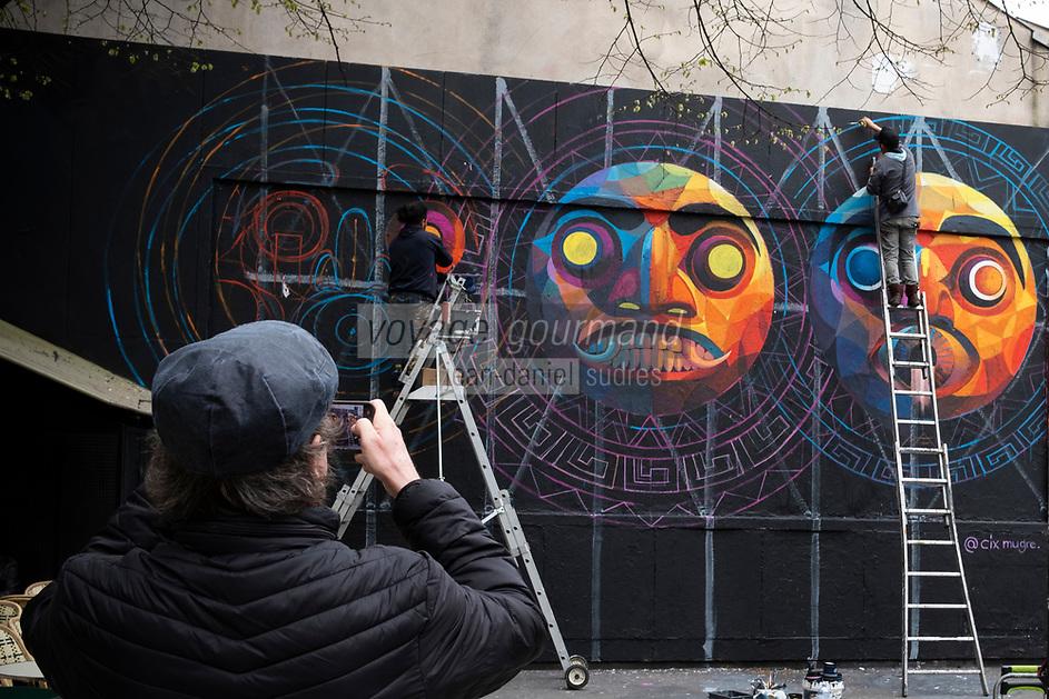 Europe/ Ile de France / Paris /75011 :   L'artiste Mexicain Cix Mugre  à mis 4 jours pour peindre cette fresque, là où les artistes n'en mettent qu'un, habituellement. Il nous concocté une fresque en rapport avec son pays, trois masques mexicains, ou Inca, très colorés et très détailléLe mur d'Oberkampf, ce pari fou devenu une institution du street art parisien  sur l'immeuble de l'historique Café Charbon, L'association le M.U.R. (modulable, urbain, réactif)  Oeuvre protégée  //  Europe / Ile de France / Paris / 75011: The Mexican artist Cix Mugre took 4 days to paint this fresco, where artists usually only put one. He concocted a fresco related to his country, three Mexican or Inca masks, very colorful and very detailed The Oberkampf wall, this crazy bet that has become an institution of Parisian street art on the building of the historic Café Charbon, L 'association le MUR (modular, urban, responsive) // OP Protected work /