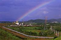 Arco Ìris na hidrelÈtrica de Balbina<br /> Presidente Figueiredo, Amazonas, Brasil<br /> 12/ 2003<br /> Foto Marcelo Lourenço<br /> <br /> A Usina Hidrelétrica de Balbina está localizada no rio Uatumã (Bacia Amazônica), município brasileiro de Presidente Figueiredo, precisamente no distrito de Balbina, no estado do Amazonas.<br /> <br /> Cada uma das 5 unidades geradoras tem capacidade de geração de até 55 MW de energia elétrica, totalizando 275 MW.<br /> <br /> A usina é criticada por ter um alto custo e ter causado o maior desastre ambiental da história do Brasil.1