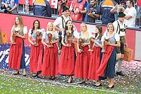 12.05.2018; Football,  2017/2018, Bundesligal, FC Bayern Muenchen - VfB Stuttgart, in Muenchner Allianz-Arena. German Meister FC Bayern Muenchen celebrates  - junge Damen reichen das Weissbier fuer die Weissbier-Duschen *** Local Caption *** © pixathlon<br /> <br /> +++ NED + SUI out !!! +++<br /> Contact: +49-40-22 63 02 60 , info@pixathlon.de