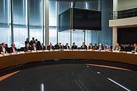 1. Sitzung des Unterausschusses des Verteidigungsausschusses des Deutschen Bundestag als 1. Untersuchungsausschuss am Donnerstag den 14. Februar 2019.<br /> In dem Untersuchungsausschuss zur Berateraffaere soll auf Antrag der Fraktionen von FDP, Linkspartei und Buendnis 90/Die Gruenen der Umgang mit externer Beratung und Unterstuetzung im Geschaeftsbereich des Bundesministeriums fuer Verteidigung aufgeklaert werden. Anlass der Untersuchung sind Berichte des Bundesrechnungshofs ueber Rechts- und Regelverstoesse im Zusammenhang mit der Nutzung derartiger Leistungen.<br /> Einziger Tagesordnungspunkt war die Konstituierung des Unterausschusses als Untersuchungsausschuss.<br /> 14.2.2019, Berlin<br /> Copyright: Christian-Ditsch.de<br /> [Inhaltsveraendernde Manipulation des Fotos nur nach ausdruecklicher Genehmigung des Fotografen. Vereinbarungen ueber Abtretung von Persoenlichkeitsrechten/Model Release der abgebildeten Person/Personen liegen nicht vor. NO MODEL RELEASE! Nur fuer Redaktionelle Zwecke. Don't publish without copyright Christian-Ditsch.de, Veroeffentlichung nur mit Fotografennennung, sowie gegen Honorar, MwSt. und Beleg. Konto: I N G - D i B a, IBAN DE58500105175400192269, BIC INGDDEFFXXX, Kontakt: post@christian-ditsch.de<br /> Bei der Bearbeitung der Dateiinformationen darf die Urheberkennzeichnung in den EXIF- und  IPTC-Daten nicht entfernt werden, diese sind in digitalen Medien nach §95c UrhG rechtlich geschuetzt. Der Urhebervermerk wird gemaess §13 UrhG verlangt.]