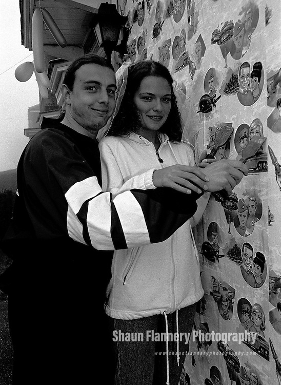 Pix, Shaun Flannery. ..COPYRIGHT PICTURE>>SHAUN FLANNERY>>01302-570814>>..Stephen & Sara Gears scrape Thunderbird wallpaper off the outside of their home at Intake, Doncaster, November 1994.