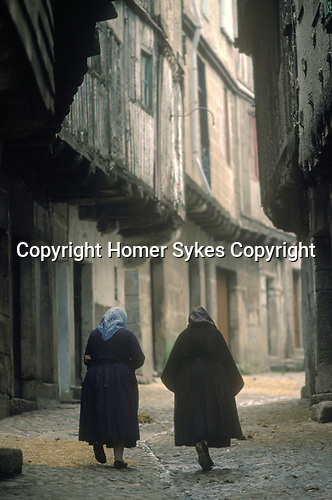 Spain La Alberca Salamanca  province old women pass time of day dressed black clothing1990. Rural poverty in Europe 1990s