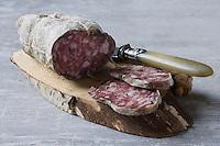 Gastronomie générale: Saucisson sur sa planchette