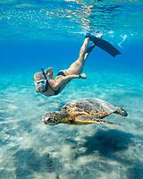 green sea turtle, Chelonia mydas, endangered species, and free diver, Emily Sepeta, Hookena, Kona Coat, Big Island, Hawaii, USA, Pacific Ocean, MR 491