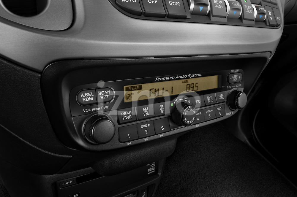 Stereo audio system close up detail view of a 2009 Honda Odyssey Touring
