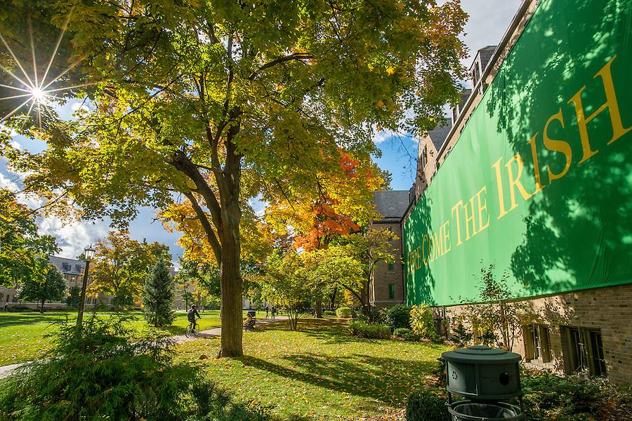 """Oct. 16, 2015; Zahm Hall """"Here Come The Irish"""" sign. (Photo by Matt Cashore/University of Notre Dame)"""