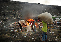 Sri Lanka Colombo, garbage mountain at Bloemendhal Road / Muellberg bei der Bloemendhal Road