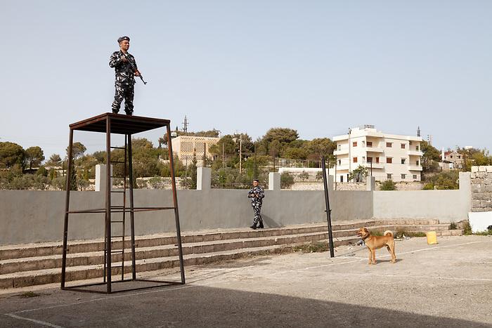"""Shooting of the series """"Jareemat Shaghaf"""" (""""Passionate Crime""""), Lebanon mars 2016 (Media 7 revolution). The scene takes place in a prison: in this case, the location is an old school, and the extras are real policemen together with people hired for the day.<br /> <br /> Tournage de la série """"Jareemat Shaghaf"""" (""""Crime passionnel"""") Liban, Mars 2016 (Media 7 revolution). La scène se passe dans une prison: en l'occurrence, le site de tournage est une école, et les figurants sont aussi bien de réels policiers que des personnes engagées pour la journée."""