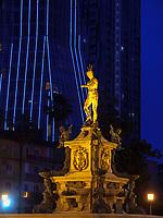 Radisson Hotel und Neptunbrunnen am Theaterplatz, Batumi, Adscharien - Atschara, Georgien, Europa<br /> Radisson Hotel and Neptune Fountain,  Batumi, Adjara,  Georgia, Europe