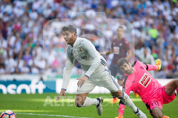 Real Madrid's Alvaro Morata and Eibar's Asier Riesgo durign the match of La Liga between Real Madrid and SD Eibar at Santiago Bernabeu Stadium in Madrid. October 02, 2016. (ALTERPHOTOS/Rodrigo Jimenez)