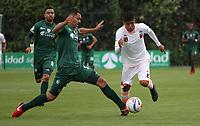 BOGOTÁ -COLOMBIA, 25-02-2018: Francisco Najera (Izq) de La Equidad disputa el balón con Yeison Guzman (Der.) del  Envigado durante partido por la fecha 5 de la Liga Águila I 2018 jugado en el estadio Metropolitano de Techo de la ciudad de Bogotá./ Francisco Najera (L) player of La Equidad fights for the ball withYeison Guzman (R) player of Envigado during the match for the date 5 of the Aguila League I 2018 played at Metropolitano de Techo stadium in Bogotá city. Photo: VizzorImage/ Felipe Caicedo / Staff