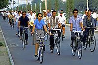 Multidão de chineses a caminho do trabalho. Pequim. China. 1987. Foto de João Caldas.