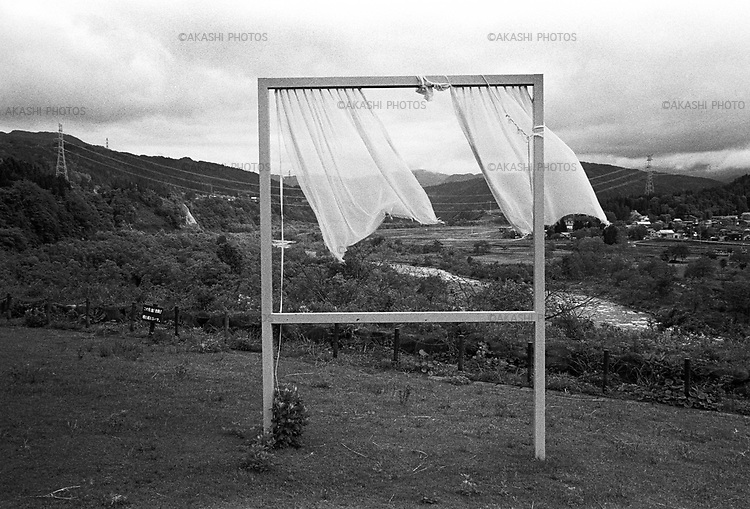 "Art work ""For Lots of Lost Windows"" by Akiko Utsumi for Echigo-Tsumari Art Field Festival in Kikyobara, Niigata.<br /> <br /> Oeuvre d'art ""For Lots of Lost Windows"" de Akiko Utsumi pour le festival Art Field d'Echigo-Tsumari à Kikyobara, Niigata."