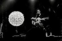 Jorge Drexler en concierto en Tel Aviv. Photo Quique Kierszenbaum