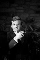 Pierre Lalonde fumant une cigarette<br /> , Mai 1969<br /> <br /> <br /> PHOTO : Agence Quebec Presse