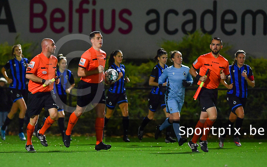 both teams and referees Lucas Loockx (middle) , Antonio Restaino and Christophe Remy pictured during a female soccer game between Sporting Charleroi and Club Brugge YLA on the fourth matchday of the 2020 - 2021 season of Belgian Scooore Womens Super League , friday 9 nd of October 2020  in Marcinelle , Belgium . PHOTO SPORTPIX.BE | SPP | DAVID CATRY