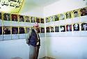 Irak 2002 Au camp des forces spéciales a Salahaddin,les photos de peshmergas tués aux cours d'operations militaires  Iraq 2002 Special forces in Salahaddin, peshmergas killed in military operations