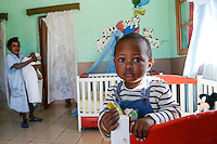 MADAGASCAR, Mananjary, tribe ANTAMBAHOAKA, fady, according to the rules of their ancestors twin children are a taboo and not accepted in the society, the orphanage CATJA Center takes care for abandoned twins and arrange adoptions / MADAGASKAR, Zwillinge sind ein Fady oder Tabu beim Stamm der ANTAMBAHOAKA in der Region Mananjary, Waisenhaus CATJA Center, betreut Zwillingskinder die ausgesetzt oder von ihren Eltern abgegeben wurden und vermittelt Adoptionen