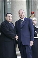 Le PrÈsident Egyptien HOSNI MUBARAK est reÁu par le PrÈsident de la RÈpublique JACQUES CHIRAC. #