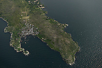 TANZANIA flight Bukoba to Mwanza, Lake Victoria, island with fishing village / TANSANIA Flug Bukoba nach Mwanza, Viktoria See, Insel mit Fischerdorf