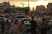 Shopppers in the Tien He district of Guangzhou, China .  Tien He has developed into a major shopping and consuming area..06 May 2005