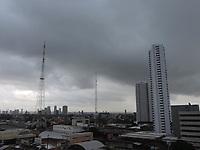 Recife (PE), 14/04/2021 - Clima-Recife - Chuvas nesta manhã de quarta-feira (14) no centro do Recife. Segundo Apac (Agência Pernambucana de Águas e Clima) as chuvas persistem até o final do dia.
