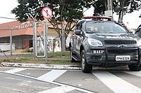 Campinas (SP), 14/04/2020 - Covid-19/Testes - Uma aeronave cargueira vinda da Coreia do Sul pousou na madrugada desta terça-feira (14) no Terminal de Carga do aeroporto internacional de Viracopos, em Campinas, como 726 mil testes (7.260 kits) para a identificação da covid-19. O material foi encomendado pelo Instituto Butantan e serão usados pelo governo do Estado de São Paulo no combate à doença. <br /> A aeronave partiu do aeroporto Internacional de Incheon, o maior aeroporto da Coreia do Sul e um dos mais movimentados do mundo, e fez uma escala no aeroporto de Frankfurt, na Alemanha, antes de seguir para Viracopos. A viagem com o material levou dois dias até Brasil e chegou por volta das 4h30. Ao todo são três contêineres que seguem escoltados pelo Baep (Batalhão de Ações Especiais da Polícia Militar) até São Paulo.