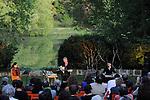 """CARTE BLANCHE - RODOLPHE BURGER<br /> <br /> Chants d'amours, concert<br /> avec : Rodolphe Burger, Rachida Brakni et Julien Perreaudeau<br /> Texte : """"s'envolent les colombes"""" de Mahmoud Darwich<br /> Date : 27/09/2014<br /> Lieu : Parc Jean Jacques Rousseau - Théâtre de verdure<br /> Ville : Ermenonville"""