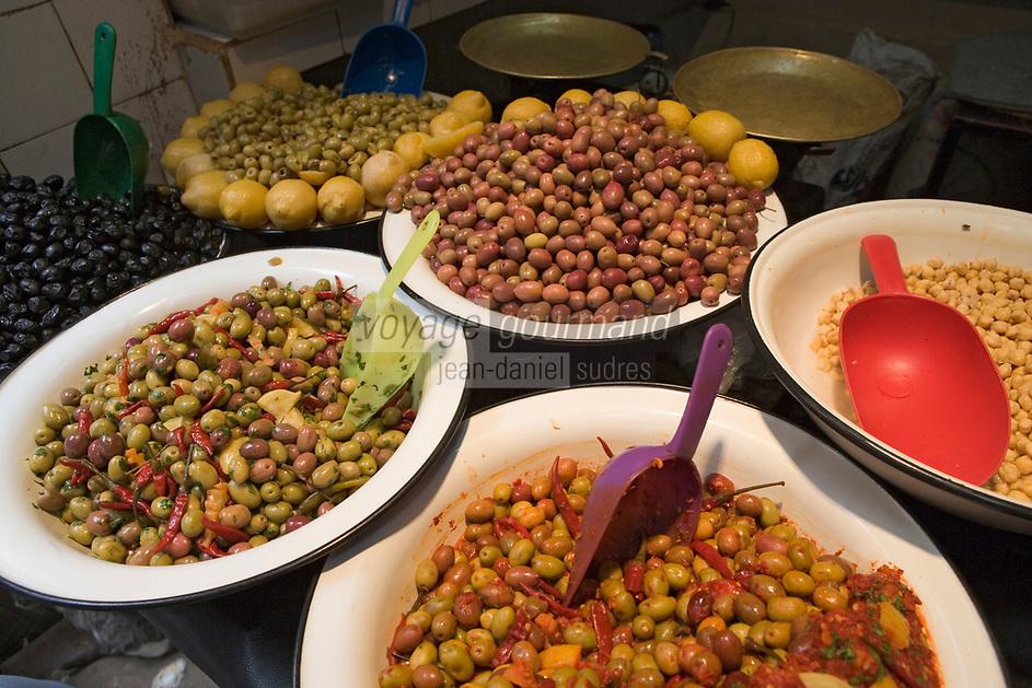 Afrique/Afrique du Nord/Maroc/Fèz: Dans la médina de Fèz-El-Bali détail d 'olives épicées sur un étal