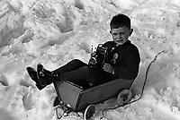 Garcon avec une camera, a la  montagne en Allemagne,entre 1932 et 1935<br /> <br /> Boy with camera at German mountain between 1932 ans 1935