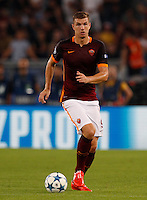 Calcio, Champions League, Gruppo E: Roma vs Barcellona. Roma, stadio Olimpico, 16 settembre 2015.<br /> Roma's Edin Dzeko in action during a Champions League, Group E football match between Roma and FC Barcelona, at Rome's Olympic stadium, 16 September 2015.<br /> UPDATE IMAGES PRESS/Riccardo De Luca<br /> <br /> *** ITALY AND GERMANY OUT ***