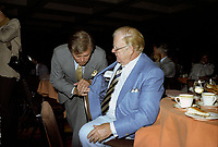 Wayne Gretzky et autres joueurs lors de la remise des trophes de la  LNH, le 1er juin 1980.<br /> <br /> Gretzky a entre-autre recu le Trophé HART.<br /> <br /> PHOTO : Agence Quebec Presse