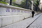 Un voto es un cheque en blanco. A vote is a blank cheque.  Graffiti in Granada, Andalucia.  The province has the highest unemployment rate in Spain.