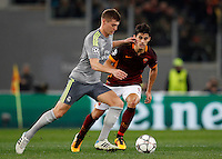 Calcio, andata degli ottavi di finale di Champions League: Roma vs Real Madrid. Roma, stadio Olimpico, 17 febbraio 2016.<br /> Real Madrid's Toni Kroos, left, is challenged by Roma's Diego Perotti during the first leg round of 16 Champions League football match between Roma and Real Madrid, at Rome's Olympic stadium, 17 February 2016.<br /> UPDATE IMAGES PRESS/Riccardo De Luca