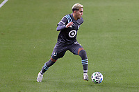 ST PAUL, MN - OCTOBER 28: Emanuel Reynoso #10 of Minnesota United FC kicks the ball during a game between Colorado Rapids and Minnesota United FC at Allianz Field on October 28, 2020 in St Paul, Minnesota.