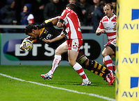 Photo: Richard Lane/Richard Lane Photography. Gloucester Rugby v London Wasps. Aviva Premiership. 02/11/2013 Wasps' Nathan Hughes dives over for a try.