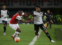 BOGOTÁ-COLOMBIA-06-04-2016: Yerry Mina (Izq) jugador de Independiente Santa Fe de Colombia disputa el balón con Andre Felipe (Der) jugador de Corinthians de Brasil, durante partido de la fecha 5 por la segunda fase, llave G8, de la Copa Bridgestone Libertadores 2016 jugado en el estadio Nemesio Camacho El Campin de la ciudad de Bogotá. / Yerry Mina (L) player of Independiente Santa Fe of Colombia fights for the ball with Andre Felipe (R) player of Corinthians of Brazil during the match of the date 5 for the second phase, G8 key, of the Copa Bridgestone Libertadores 2016 played at Nemesio Camacho El Campin stadium in Bogota city.  Photo: VizzorImage / Ivan Valencia / Cont