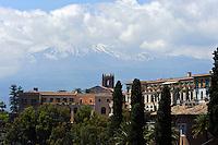 Blick auf Etna in Taormina, Sizilien, Italien