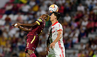 IBAGUE - COLOMBIA, 19-02-2020: Jaminton Leandro Campaz del Tolima disputa el balón con Musto del Internacional durante partido por la fase 3 ida de la Copa CONMEBOL Libertadores 2020 entre Deportes Tolima de Colombia y SC Internacional de Brasil jugado en el estadio Manuel Murillo Toro de la ciudad de Ibagué. / Jaminton Leandro Campaz of Tolima struggles the ball with Musto of Internacional during match for the phase 3 first leg as part of Copa CONMEBOL Libertadores 2020 between Deportes Tolima of Colombia and SC Internacional of Brazil played at Manuel Murillo Toro stadium in Ibague. Photo: VizzorImage / Cristian Alvarez / Cont