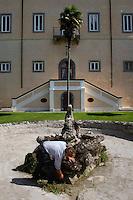 Manutenzione. Maintenance...Villa Grazioli è un raffinato albergo della catena internazionale Relais & Chateaux..Fu costruita dal Cardinale Antonio Carafa nel 1580 e racchiude tra le sue mura opere d'arte dei maestri del XVI e XVII secolo, Ciampelli, Carracci e G.P. Pannini. .Villa Grazioli is a sophisticated international hotel chain Relais & Chateaux. .It was built by Cardinal Antonio Carafa in 1580 and contains works of art of the sixteenth and seventeenth century, of Ciampelli, Carracci and GP Pannini....