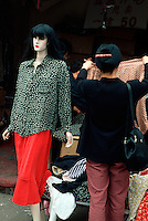 China, Peking, Kleidermarkt