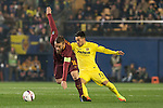 Daniele De Rossi of AS Roma fights for the ball with Nicola Sansone of Villarreal CF during the match Villarreal CF vs AS Roma, part of the UEFA Europa League 2016-17 Round of 32 at the Estadio de la Cerámica on 16 February 2017 in Villarreal, Spain. Photo by Maria Jose Segovia Carmona / Power Sport Images