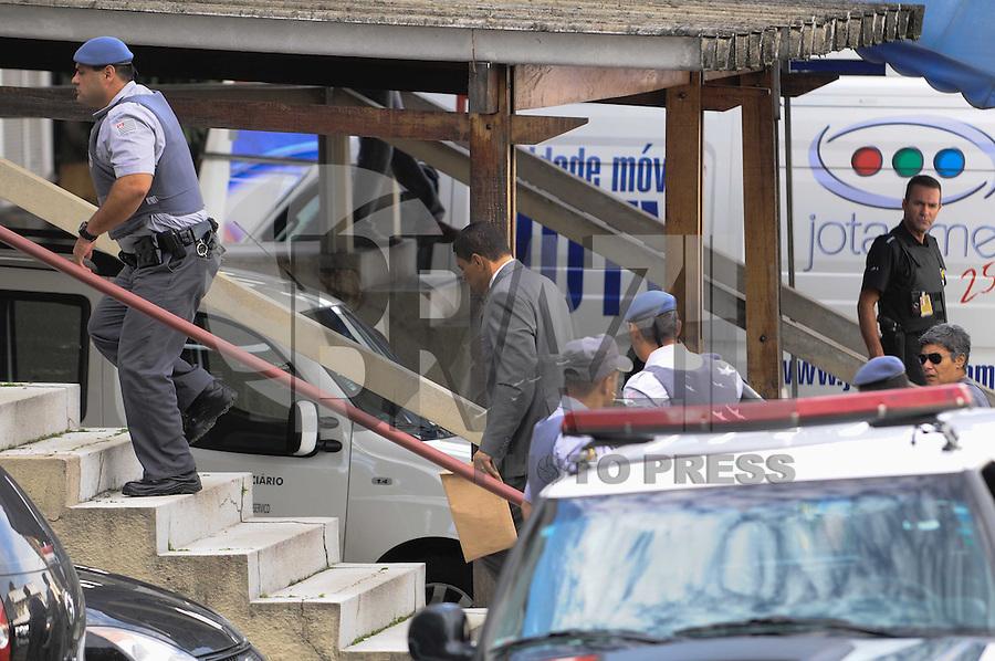 GUARULHOS , SP, 13 MARÇO 2013 - O advogado e policial militar reformado, Mizael Bispo chega ao Fórum Criminal de Guarulhos, na Grande São Paulo, nesta quarta-feira (12). Mizael é acusado de matar a advogada Mércia Nakashima, em 23 de maio de 2010, na cidade de Nazaré Paulista. (FOTO: ADRIANO LIMA / BRAZIL PHOTO PRESS).