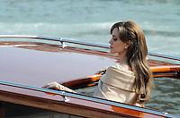 "Angelia Jolie gira una scena.<br /> Venezia, 17/03/2010 <br /> Set del film ""The tourist"".<br /> Foto Nicolo Zangirolami Insidefoto"