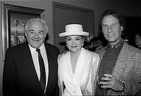Marie-Denise Pelletier<br /> lance l'album Reveur, en 1991<br /> (date exacte inconnue)<br /> A gauche : Raymond Levesque et a droite :  Jean-Pierre Ferland<br /> <br /> PHOTO : Agence Quebec Presse