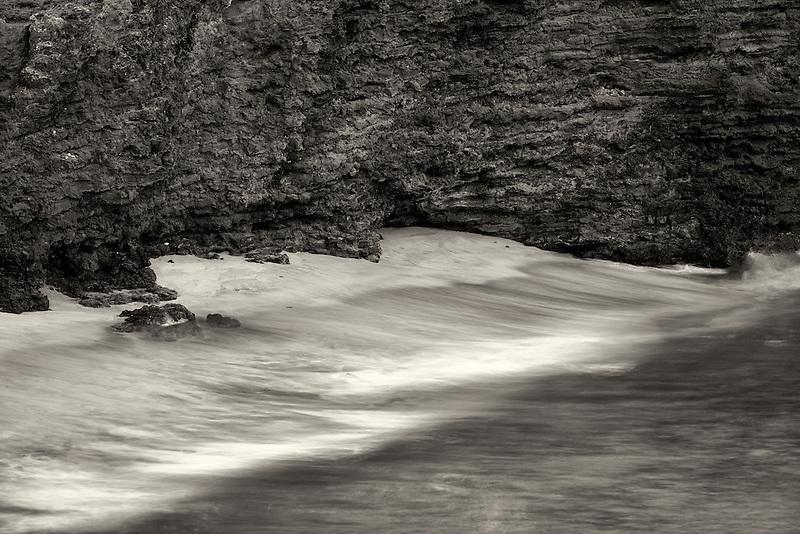 Cliffs and waves at Sweetheart Rock. Lanai, Hawaii